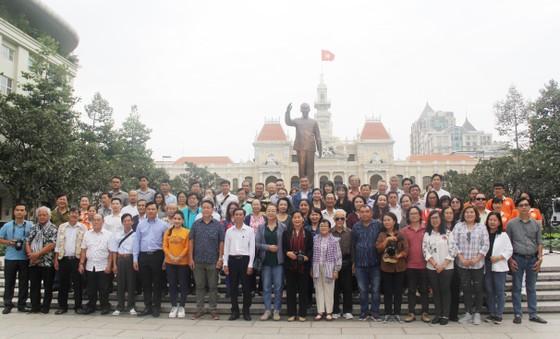 Văn nghệ sĩ tiêu biểu tham quan các công trình trọng điểm của TPHCM 2020 ảnh 1