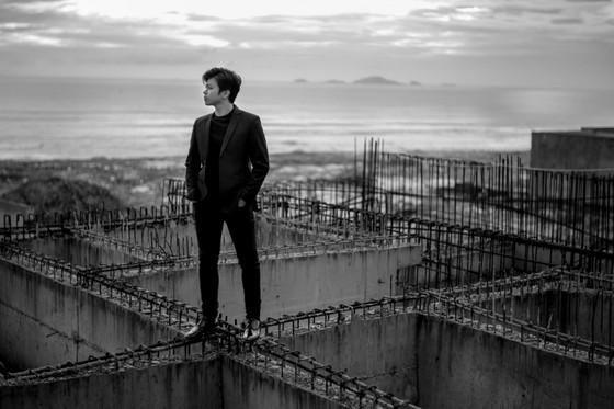 Tung bộ ảnh lịch lãm, Lân Nhã tuyên bố phát hành album vật lý đầu tiên trong sự nghiệp ảnh 4