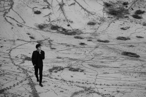 Tung bộ ảnh lịch lãm, Lân Nhã tuyên bố phát hành album vật lý đầu tiên trong sự nghiệp ảnh 3