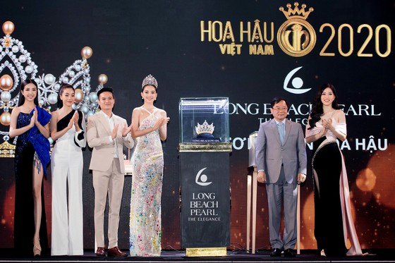 Công bố vương miện Hoa hậu Việt Nam 2020 và các vật phẩm đăng quang ảnh 1