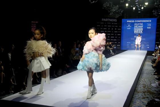 Gần 20 nhà thiết kế - thương hiệu thời trang sẽ tham gia Aquafina Vietnam International Fashion Week 2020 ảnh 6