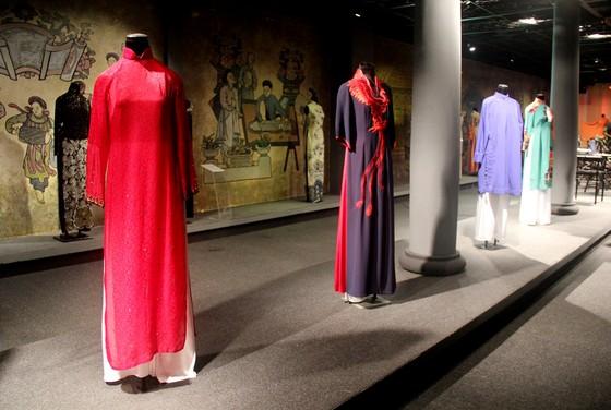 Tiếp nhận hiện vật áo dài của các nhà giáo, nhà hoạt động văn hóa ảnh 2