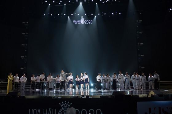 Dàn sao tất bật chuẩn bị cho đêm chung kết Hoa hậu Việt Nam 2020 ảnh 12