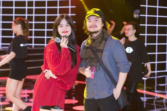 Dàn sao tất bật chuẩn bị cho đêm chung kết Hoa hậu Việt Nam 2020 ảnh 4
