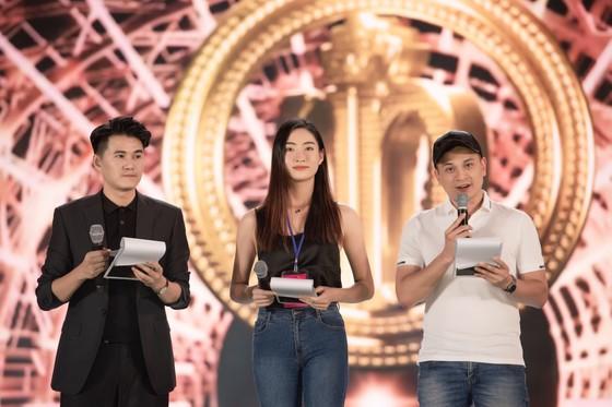 Dàn sao tất bật chuẩn bị cho đêm chung kết Hoa hậu Việt Nam 2020 ảnh 3