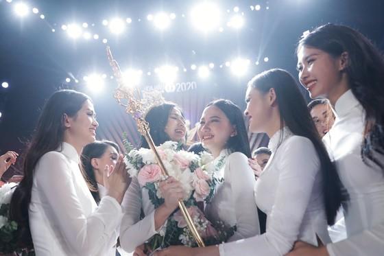Đỗ Thị Hà đăng quang Hoa hậu Việt Nam 2020 ảnh 2