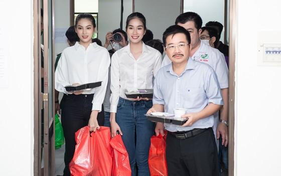 Chuyến từ thiện đầu tiên của Tân Hoa hậu Đỗ Thị Hà ảnh 3
