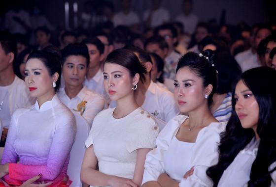 Đông đảo nghệ sĩ đồng hành đêm hội ngộ 'Cảm xúc 30 năm' ảnh 3