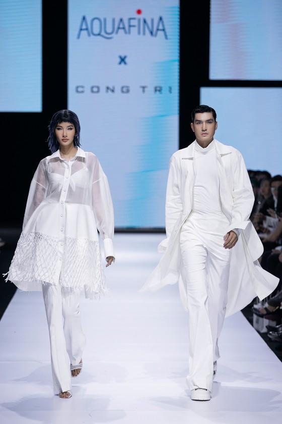 Tân hoa hậu Đỗ Thị Hà lần đầu catwalk khai mạc Aquafina Vietnam International Fashion Week 2020 ảnh 9