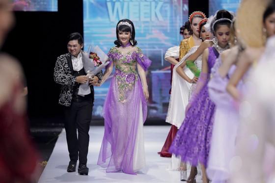 Dàn hoa hậu, á hậu rực rỡ trong Tuần lễ Thời trang Quốc tế Việt Nam 2020 ảnh 14