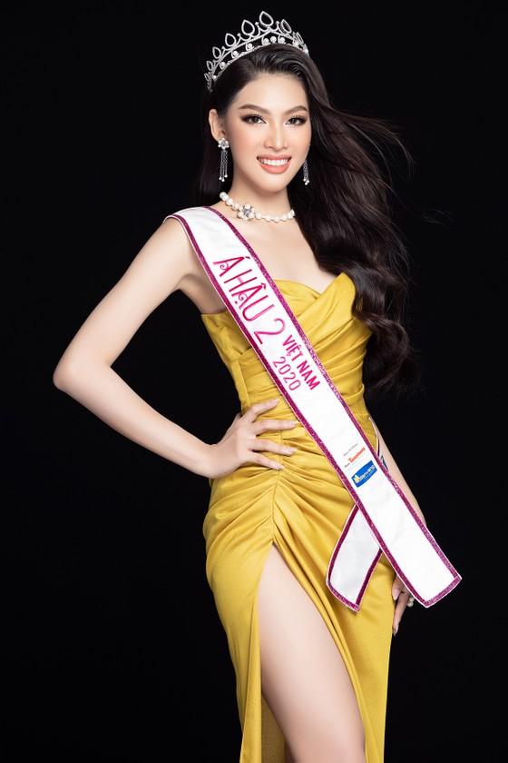 Nhan sắc Hoa hậu Đỗ Thị Hà và 2 Á hậu sau 1 tháng đăng quang ảnh 14