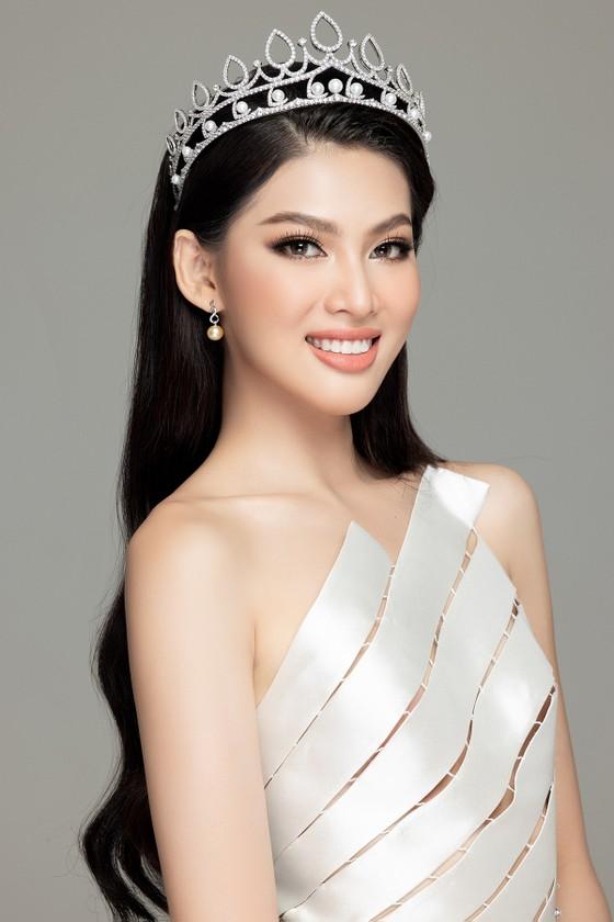 Nhan sắc Hoa hậu Đỗ Thị Hà và 2 Á hậu sau 1 tháng đăng quang ảnh 12