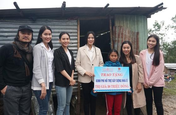 Hoa hậu Đỗ Thị Hà đến Nam Trà My hỗ trợ người dân xây 18 căn nhà mới ảnh 1