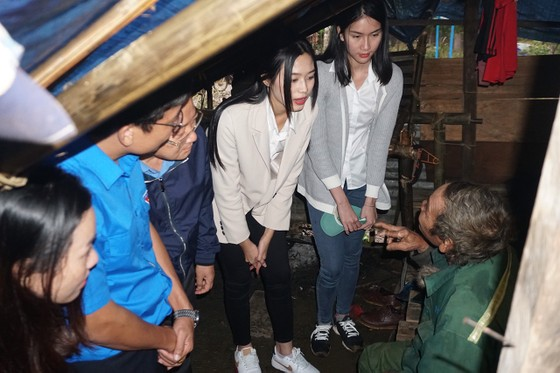 Hoa hậu Đỗ Thị Hà đến Nam Trà My hỗ trợ người dân xây 18 căn nhà mới ảnh 2