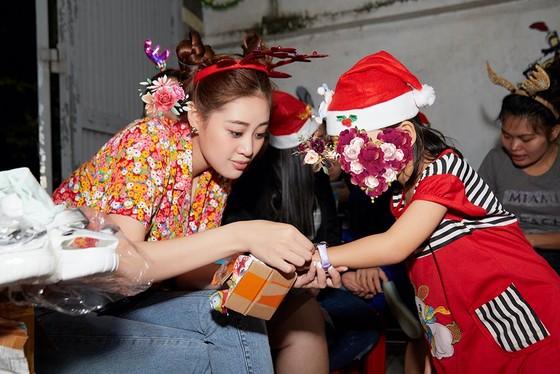 Hoa hậu Khánh Vân đón giáng sinh cùng các em ngôi nhà OBV ảnh 3
