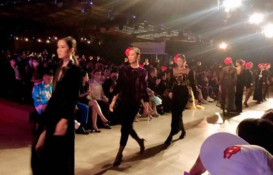 13 nhà thiết kế, 400 người mẫu trình diễn tại Vietnam International Fashion Festival ảnh 13