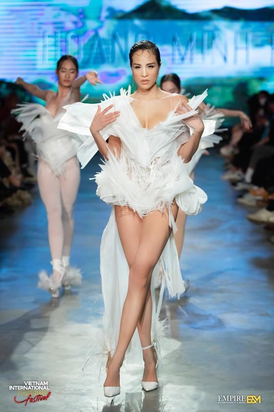 13 nhà thiết kế, 400 người mẫu trình diễn tại Vietnam International Fashion Festival ảnh 10