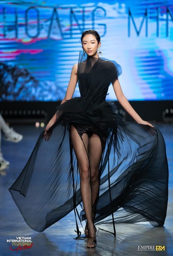 13 nhà thiết kế, 400 người mẫu trình diễn tại Vietnam International Fashion Festival ảnh 12