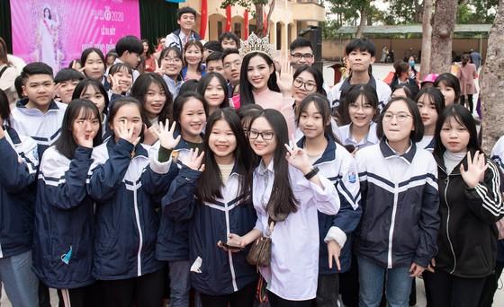 Hoa Hậu Đỗ Hà lập Quỹ học bổng Đỗ Hà dành cho học sinh nghèo hiếu học ảnh 5