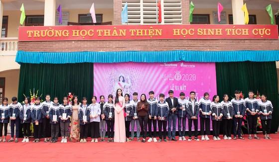Hoa Hậu Đỗ Hà lập Quỹ học bổng Đỗ Hà dành cho học sinh nghèo hiếu học ảnh 1