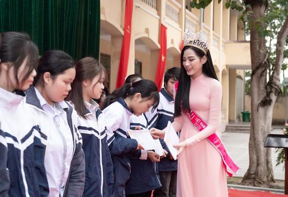 Hoa Hậu Đỗ Hà lập Quỹ học bổng Đỗ Hà dành cho học sinh nghèo hiếu học ảnh 3