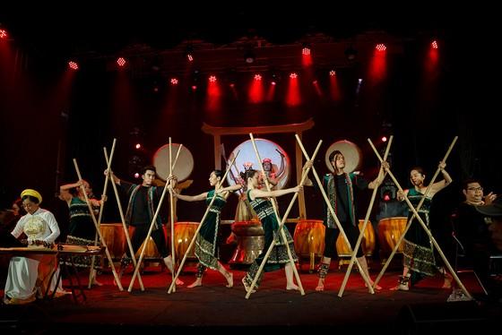 Kể chuyện lịch sử bằng nhạc cụ dân tộc theo phong cách nghệ thuật đương đại ảnh 2