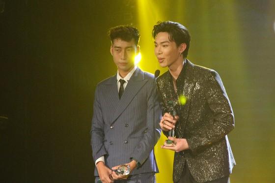 Binz và Amee đoạt giải ca sĩ của năm tại Giải thưởng Làn sóng xanh 2020 ảnh 12