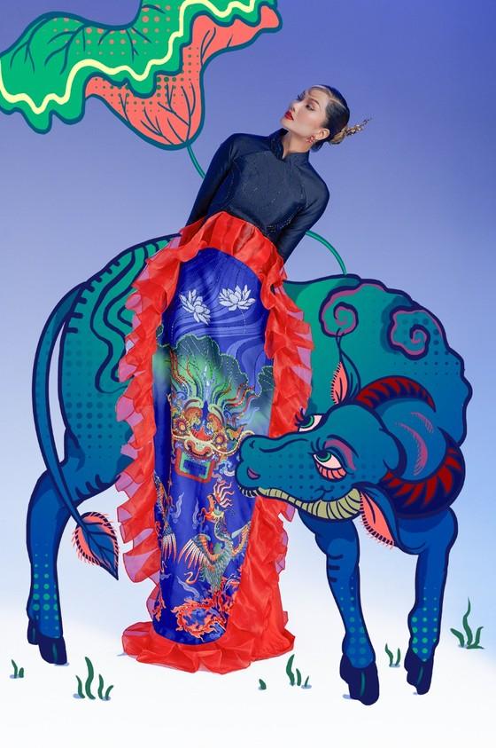 Hoa hậu H'Hen Niê tôn vinh tranh dân gian Đông Hồ trong bộ ảnh Tết Tân Sửu  ảnh 5