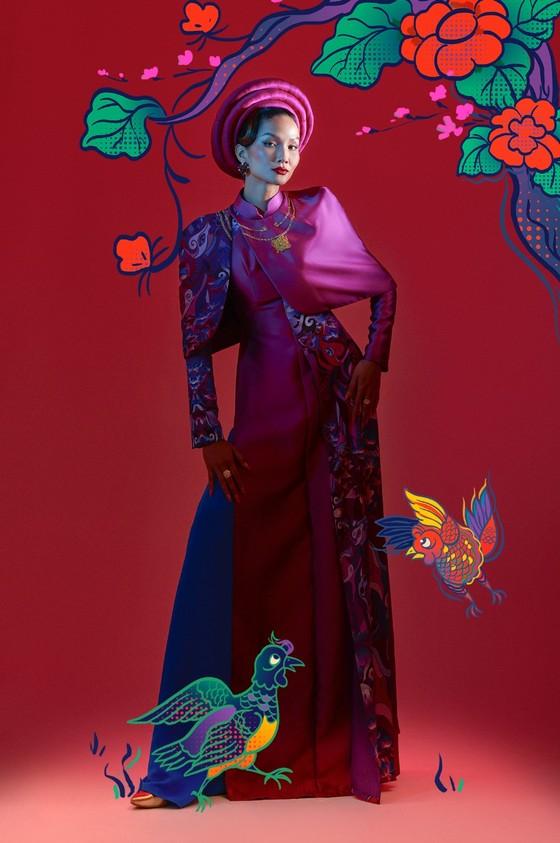 Hoa hậu H'Hen Niê tôn vinh tranh dân gian Đông Hồ trong bộ ảnh Tết Tân Sửu  ảnh 2