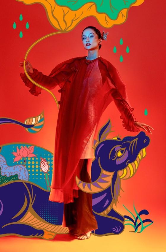 Hoa hậu H'Hen Niê tôn vinh tranh dân gian Đông Hồ trong bộ ảnh Tết Tân Sửu  ảnh 6