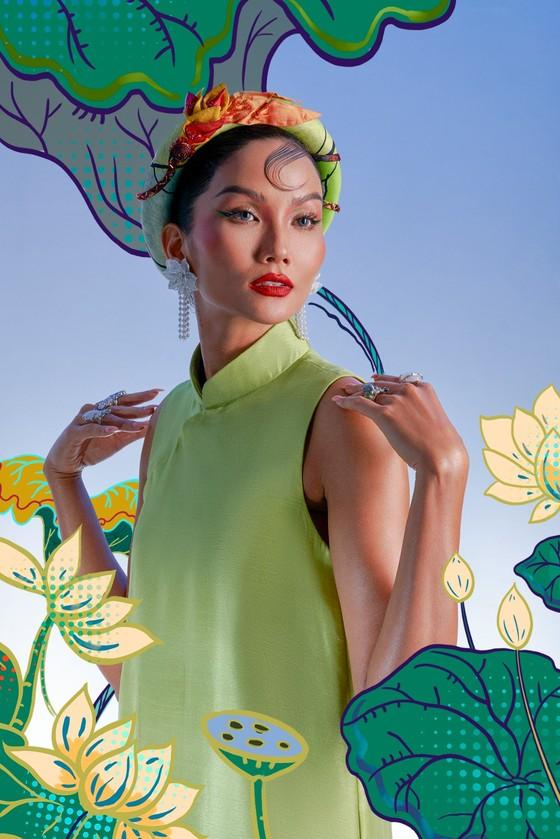 Hoa hậu H'Hen Niê tôn vinh tranh dân gian Đông Hồ trong bộ ảnh Tết Tân Sửu  ảnh 3