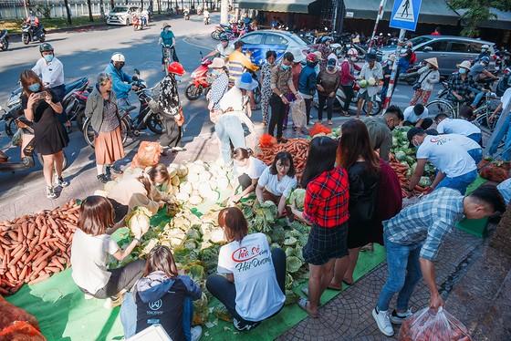 Á hậu Phương Anh, Kiều Loan, Thuý An, Diễm Trang chung tay giải cứu nông sản Hải Dương  ảnh 1