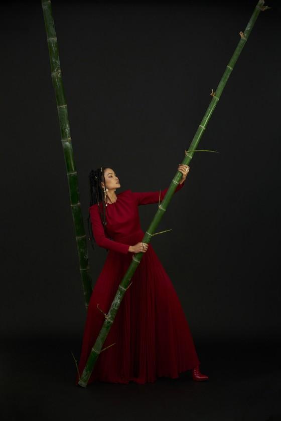 Hoa hậu H'Hen Niê gửi gắm những thông điệp về phụ nữ trong bộ ảnh mừng 8-3 ảnh 9