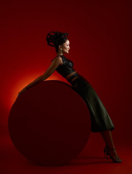 Hoa hậu H'Hen Niê gửi gắm những thông điệp về phụ nữ trong bộ ảnh mừng 8-3 ảnh 3