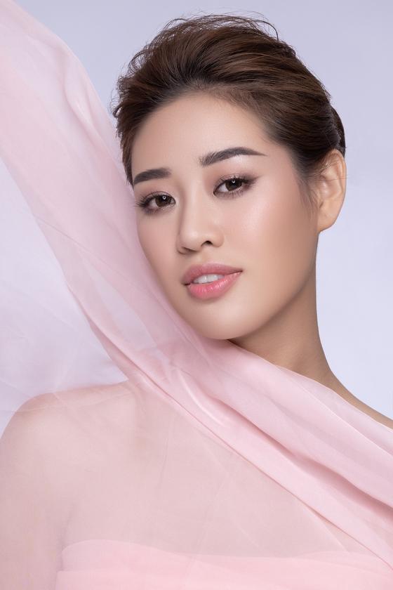 Hoa hậu Khánh Vân kể câu chuyện của những dải lụa  ảnh 5