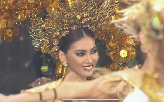 Á hậu Ngọc Thảo trình diễn quốc phục ấn tượng trên sân khấu Miss Grand International 2020 ảnh 3