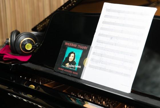 Phương Thanh lần đầu giới thiệu 3 định dạng album băng cối, đĩa than, CD cho sự trở lại  ảnh 2