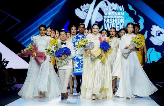 NTK Adrian Anh Tuấn sẽ mở màn Tuần lễ thời trang Quốc tế Việt Nam Xuân - Hè 2021 ảnh 1