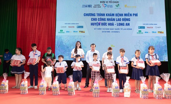 Dàn hoa hậu cùng CLB Suối mát từ tâm tổ chức thăm khám bệnh miễn phí cho công nhân ảnh 6