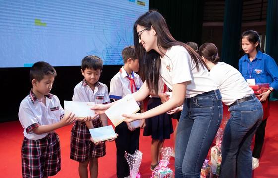 Dàn hoa hậu cùng CLB Suối mát từ tâm tổ chức thăm khám bệnh miễn phí cho công nhân ảnh 3