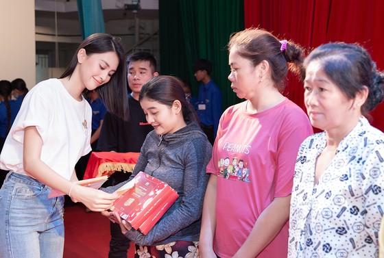 Dàn hoa hậu cùng CLB Suối mát từ tâm tổ chức thăm khám bệnh miễn phí cho công nhân ảnh 1