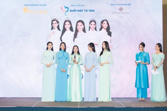 Dàn hoa hậu cùng CLB Suối mát từ tâm tổ chức thăm khám bệnh miễn phí cho công nhân ảnh 7