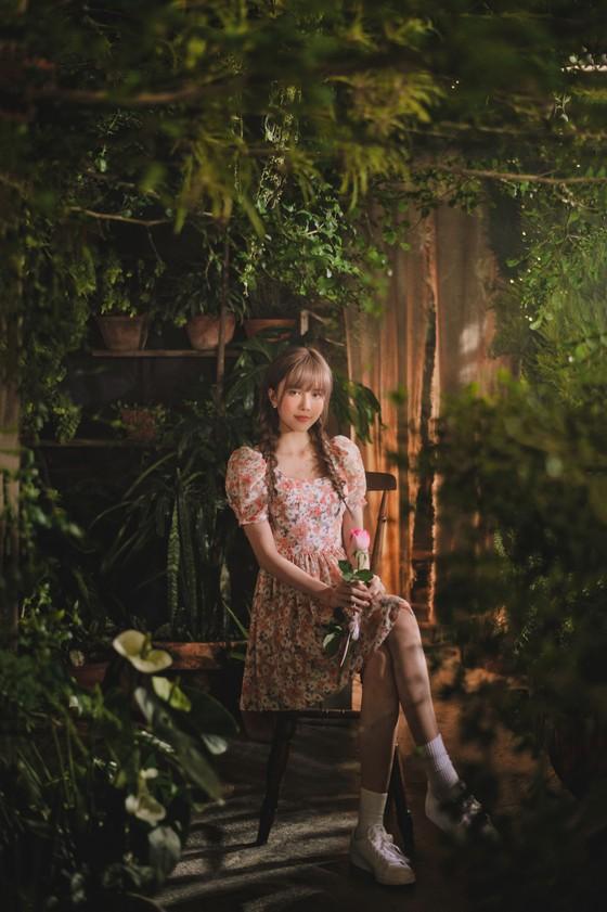 Thiều Bảo Trâm hát nhạc tỏ tình trong MV 'Love Rosie' ảnh 5