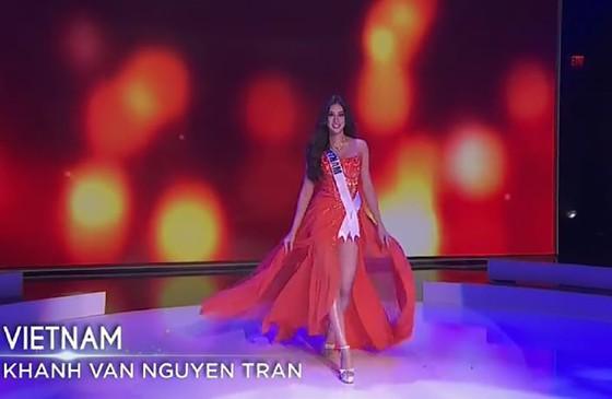 Cận cảnh trang phục dạ hội của Hoa hậu Khánh Vân tại bán kết Miss Universe ảnh 1