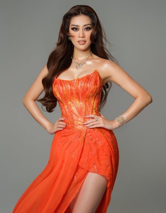 Cận cảnh trang phục dạ hội của Hoa hậu Khánh Vân tại bán kết Miss Universe ảnh 15