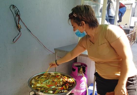 TPHCM tiếp nhận 5 tấn lương thực, thực phẩm từ người dân Huế ảnh 10