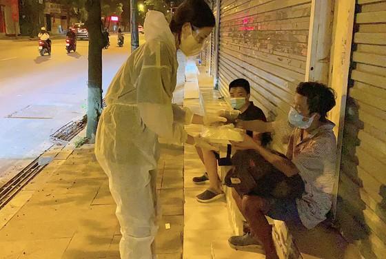 Đỗ Mỹ Linh, Lương Thùy Linh, Đỗ Hà tham gia chiến dịch 'Triệu bữa cơm - Hà Nội nghĩa tình' ảnh 4