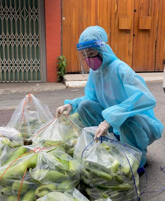 Hoa Hậu Hoàn Vũ Việt Nam hỗ trợ người dân với 'Chuyến xe thực phẩm 0 đồng'  ảnh 3