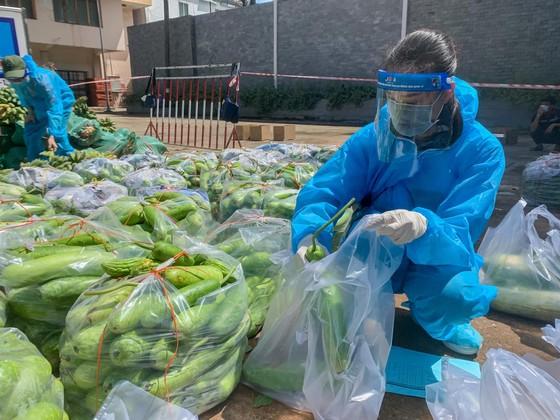 Hoa Hậu Hoàn Vũ Việt Nam hỗ trợ người dân với 'Chuyến xe thực phẩm 0 đồng'  ảnh 4