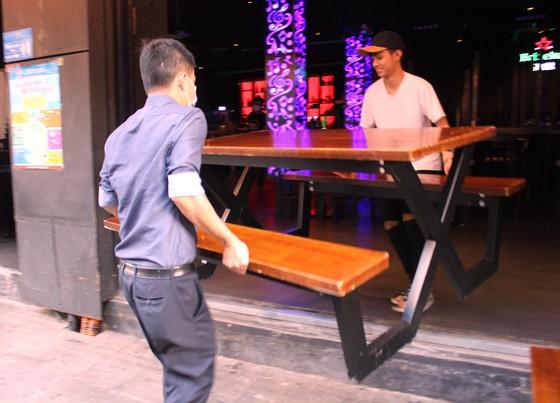 Tạm ngưng hoạt động massage, karaoke, bar, vũ trường... phòng Covid-19 ảnh 5